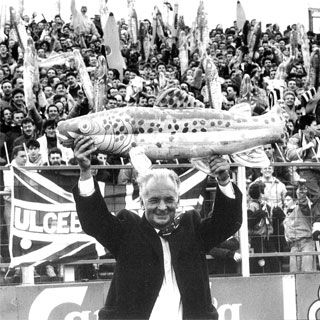 Mariners' chairman Peter Furneaux stood with a Harry Haddock at Plough Lane in 1989